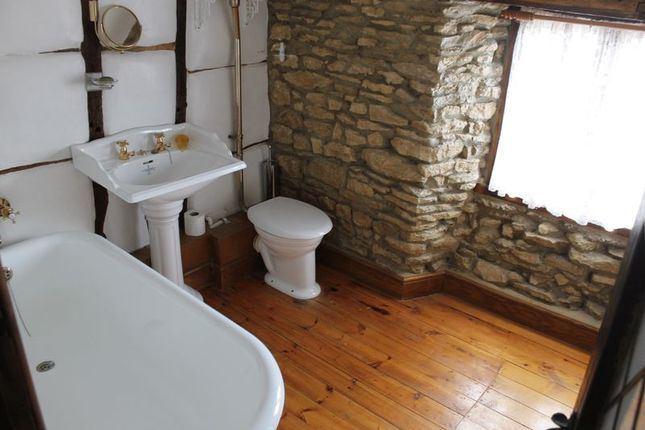 Bathroom of The Green, Harrold, Bedford MK43
