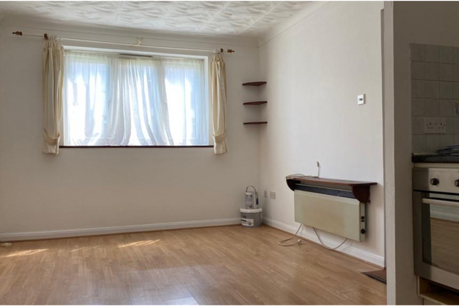 1 bed flat to rent in Spring Gardens Road, High Wycombe HP13