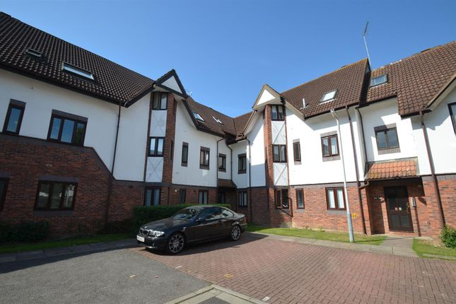 2 bed flat for sale in Wren Drive, West Drayton