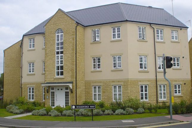 Flat to rent in Woodford Way, Witney