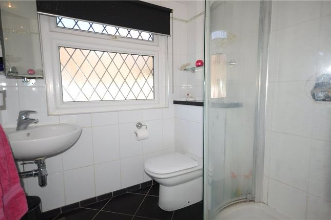 En Suite of Folly Lane North, Farnham, Surrey GU9