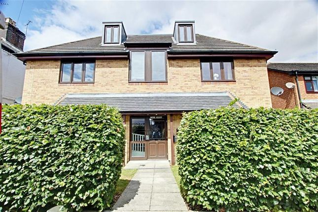 Thumbnail Flat to rent in Longfield Road, Tring