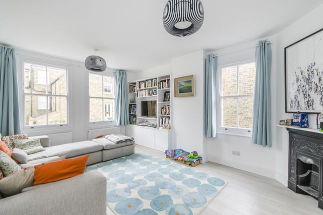 Thumbnail Flat to rent in Barnard Road, London