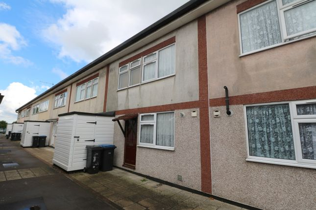 3 bed terraced house to rent in Berecroft, Harlow CM18