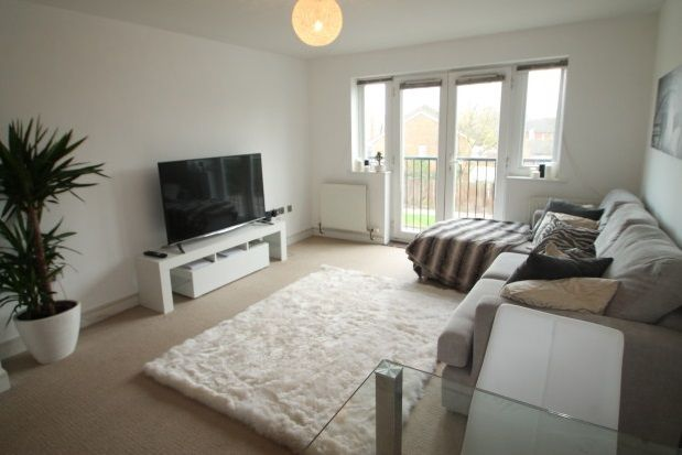 Thumbnail Flat to rent in Pettacre Close, London
