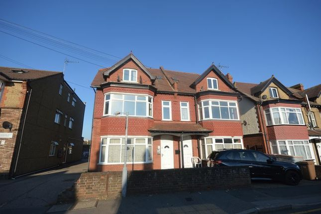 Thumbnail Flat for sale in Swanston Grange, Dunstable Road, Luton