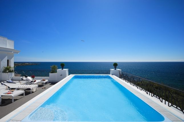 Thumbnail Apartment for sale in Alcazaba Beach, Marbella West (Estepona), Costa Del Sol