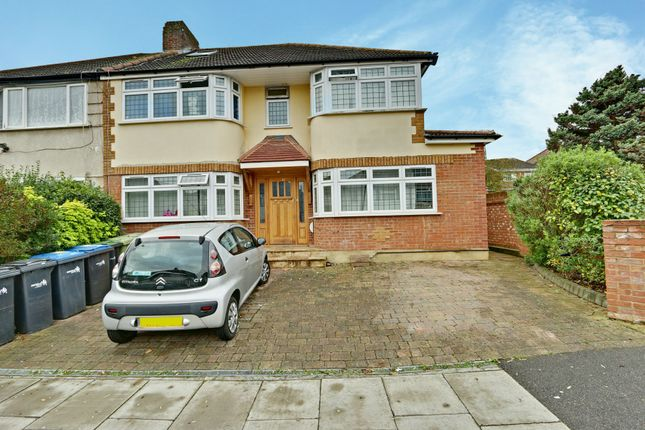 Thumbnail Terraced house for sale in Farmleigh, Southgate