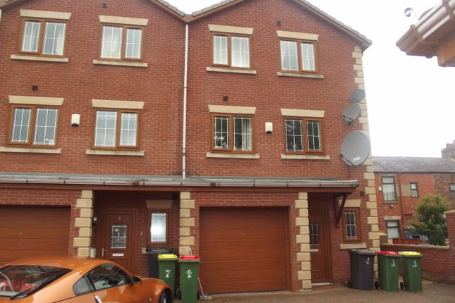 Thumbnail Town house to rent in Greenfield Gardens, Fulwood, Preston
