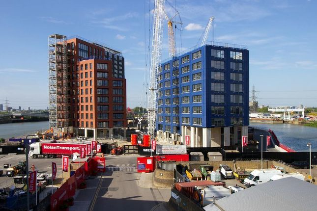 2 bed flat for sale in 3rd Floor, Faraday Building, City Island, Orchard Place, London