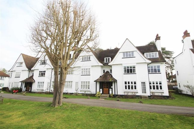 2 bed flat for sale in Watts Road, Thames Ditton
