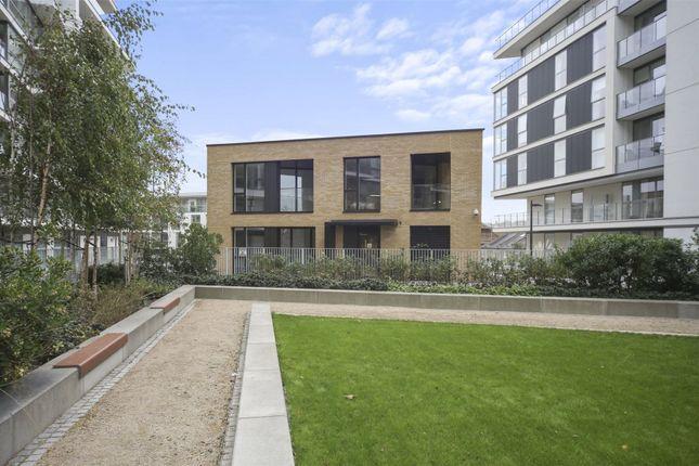 Picture No. 25 of River Gardens Walk, London SE10
