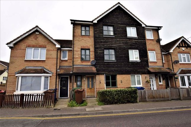 4 bed terraced house to rent in Victoria Road, Stanford Le Hope, Essex SS17