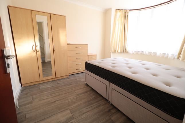Thumbnail Room to rent in St Paul Avenue, Harrow/Kenton