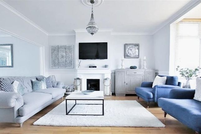 Lounge of Park Avenue North, Abington, Northampton NN3