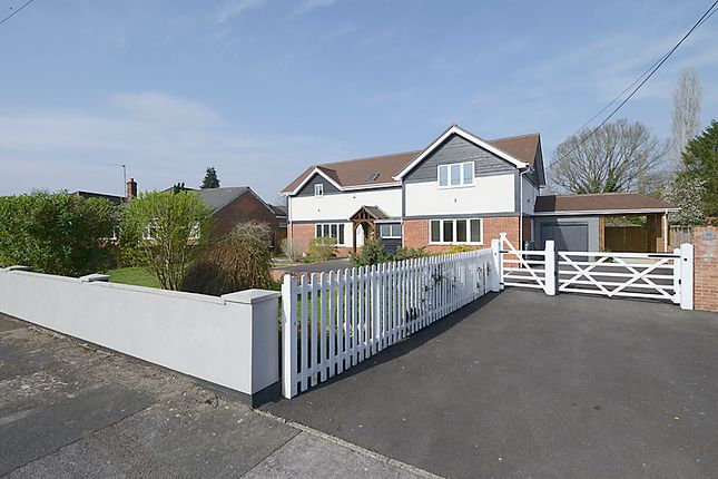 Thumbnail Detached house for sale in Elmhurst Road, Henwick, Thatcham