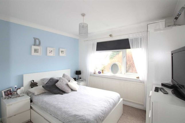 Thumbnail Flat for sale in Domanco Lodge, Crescent Road, Leigh-On-Sea