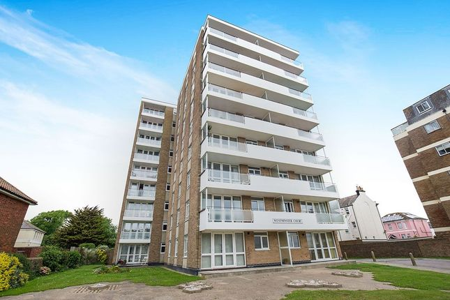 2 bedroom flat to rent in Brighton Road, Worthing