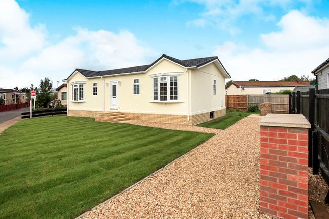 Thumbnail Mobile/park home for sale in Dukesmead Mobile Home Park, Werrington, Peterborough