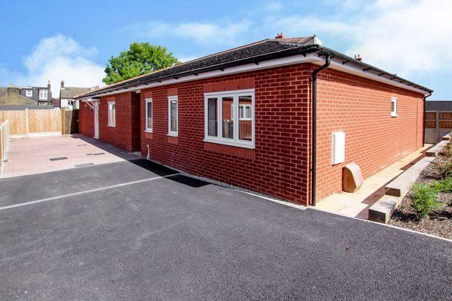 4 bed bungalow to rent in Regent Way, Brentwood CM14