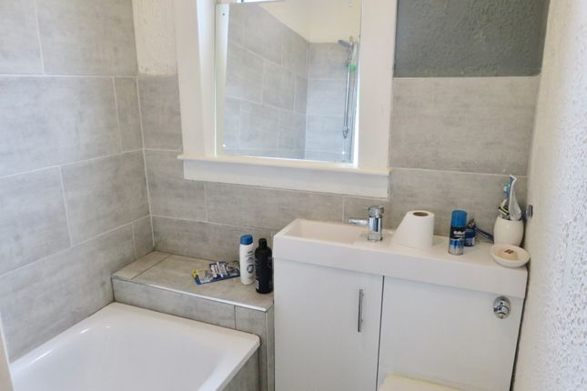 Bathroom of Waddell Avenue, Airdrie ML6
