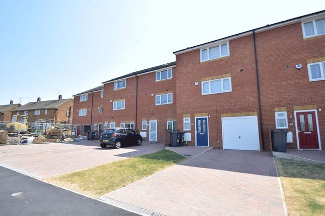 Thumbnail Town house for sale in Fermor Crescent, Luton