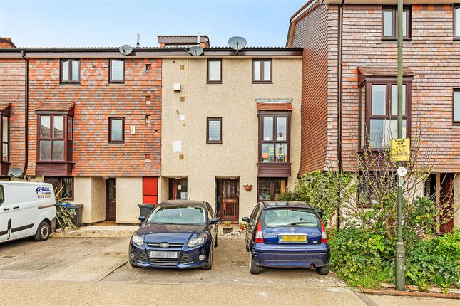 1 bed flat for sale in Derwent Road, London SW20