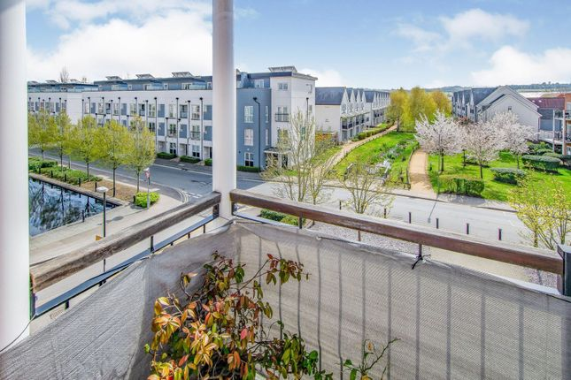 2 bed flat for sale in Canalside, Redhill RH1