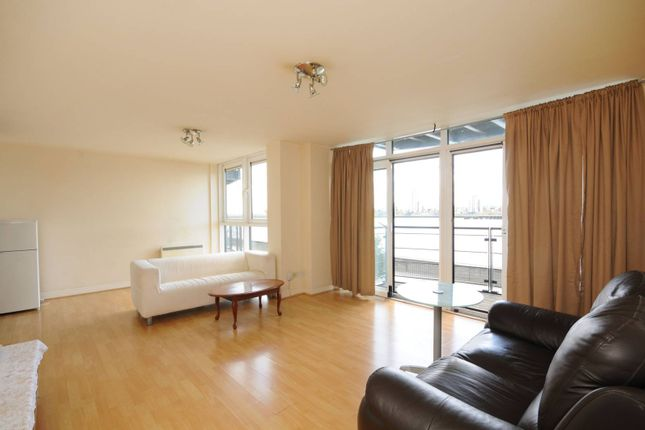 Thumbnail Flat to rent in Sheerness Mews, Docklands