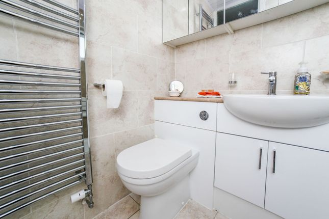 Shower Room of Aberdour Place, Dundee DD5