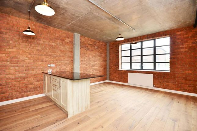 Thumbnail Flat to rent in Westland Place, London