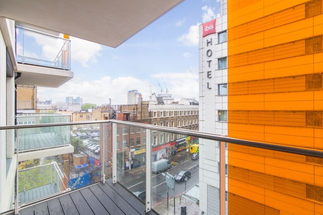 1_Balcony of Kensington Apartments, Cityscape, Aldgate E1