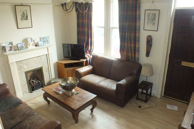 Thumbnail Terraced house to rent in Low Lane, Leeds, West Yorkshire