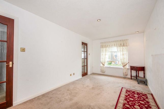 Thumbnail Flat for sale in Cathcart Road, Rutherglen, Glasgow
