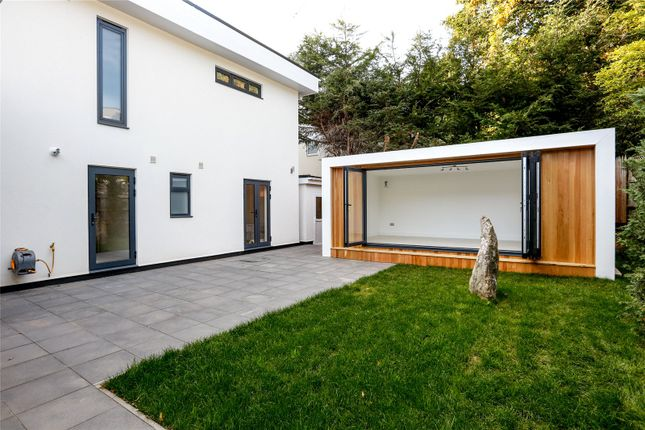 Picture No. 22 of The Bauhaus, 3 Winchester Close, Kingston KT2