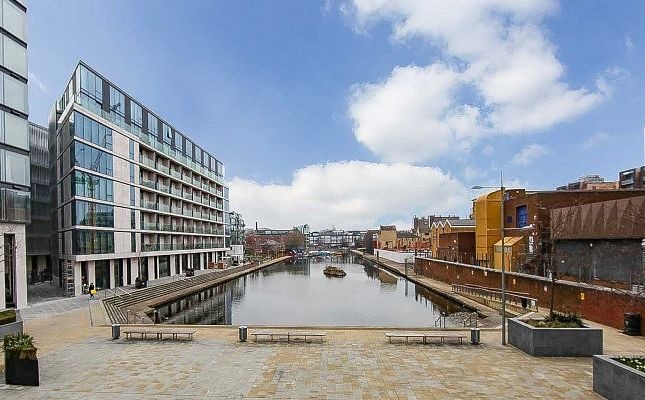 Thumbnail Flat for sale in Bookhouse, City Road, Angel