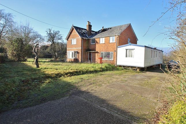 Thumbnail Property for sale in Tutts Clump, Reading