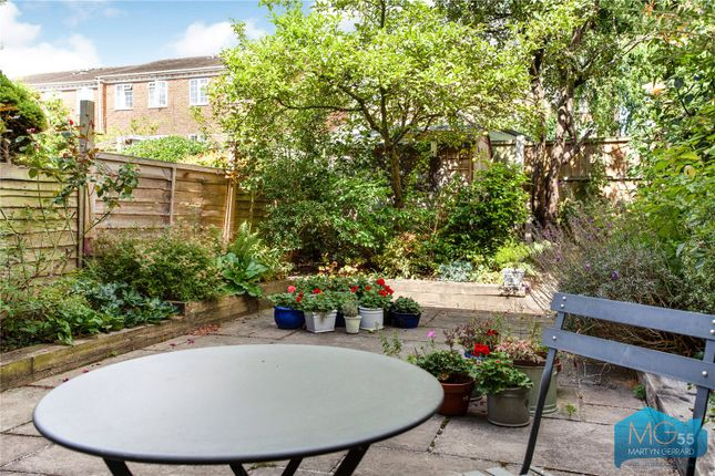Picture No. 14 of Oakview Gardens, East Finchley, London N2