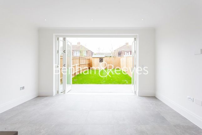 3 bed town house to rent in Richmond Chase, Richmond TW10
