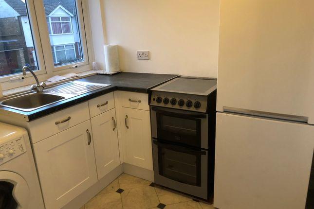 Thumbnail Flat to rent in Mildmay Road, Romford