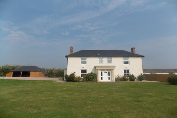 4 bed detached house to rent in Woodchurch, Ashford