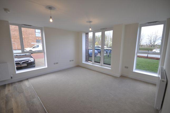 Living Room of Somerset Close, Derby DE22