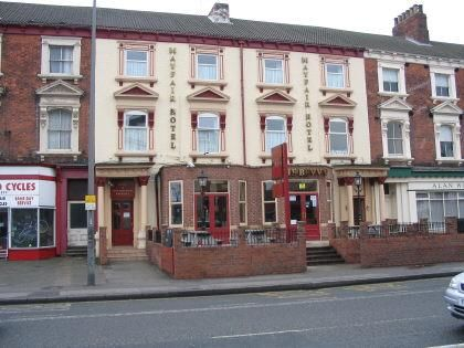 Thumbnail Hotel/guest house for sale in Mayfair Hotel + The Bevy, 333-335 Beverley Road, Hull