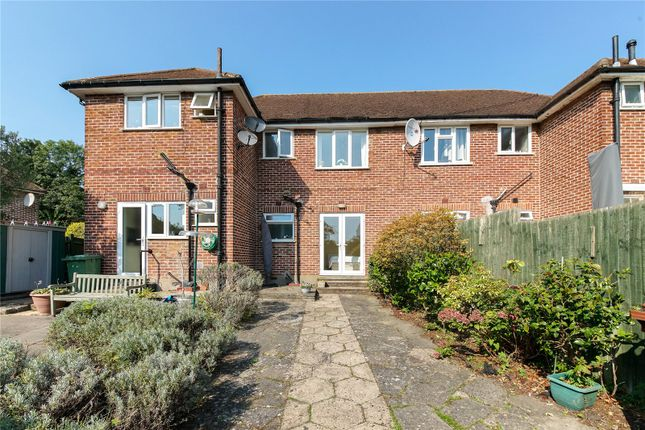 Picture No. 14 of Springfield Close, Stanmore HA7