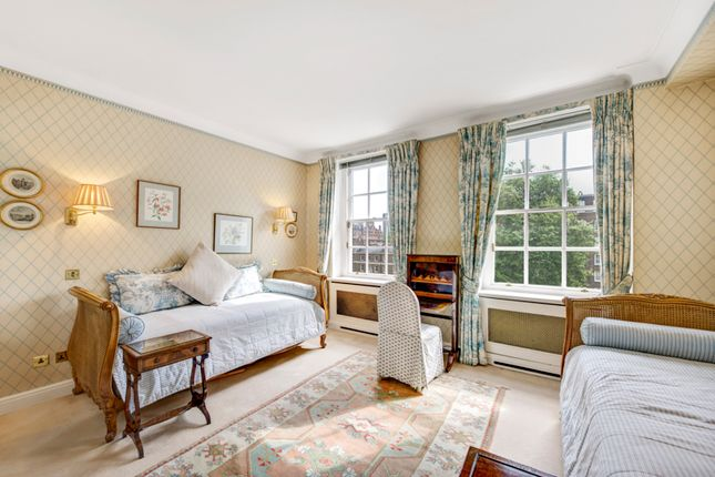 Lowndes Square, London SW1X, 4 bedroom flat for sale ...