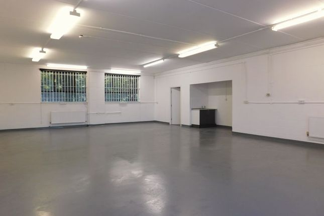 Light industrial to let in Chester Road, Manchester