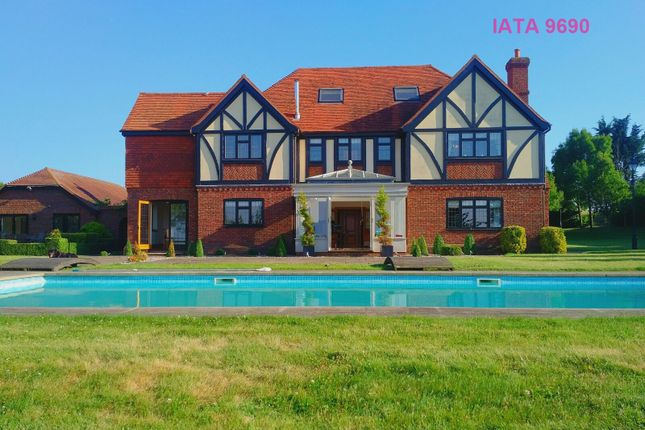 Thumbnail Detached house for sale in Gildenhill Farmhouse, Gildenhill Road, Swanley