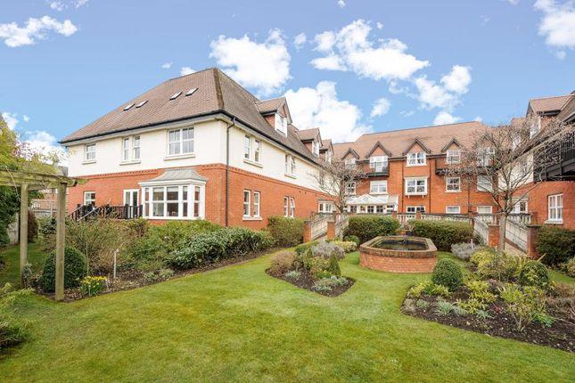 Thumbnail Flat for sale in Sunningdale, Berkshire