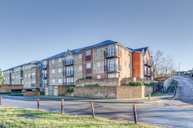 Thumbnail Flat to rent in Old Watford Road, Bricket Wood, St Albans