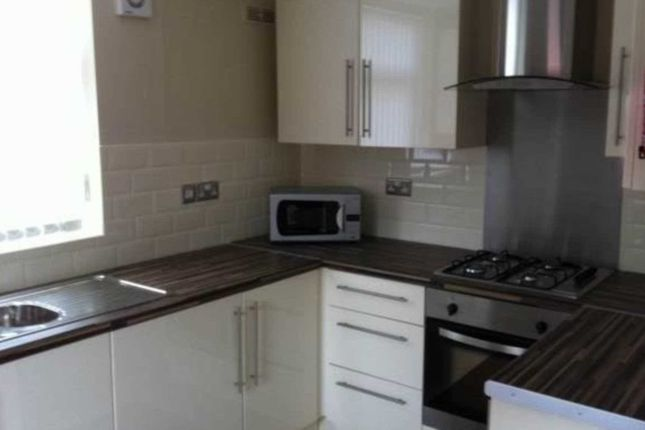 Thumbnail Shared accommodation to rent in Tootal Drive, Salford